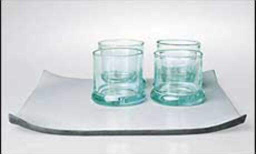 Er det ikke rart? I pene, kalde glass smaker ofte vannet litt bedre. Disse fra Armanis Casa Furniture Collection er kanskje ikke av de billigste, men så er det også en engangsinvestering.  Foto: Armani Casa Furniture