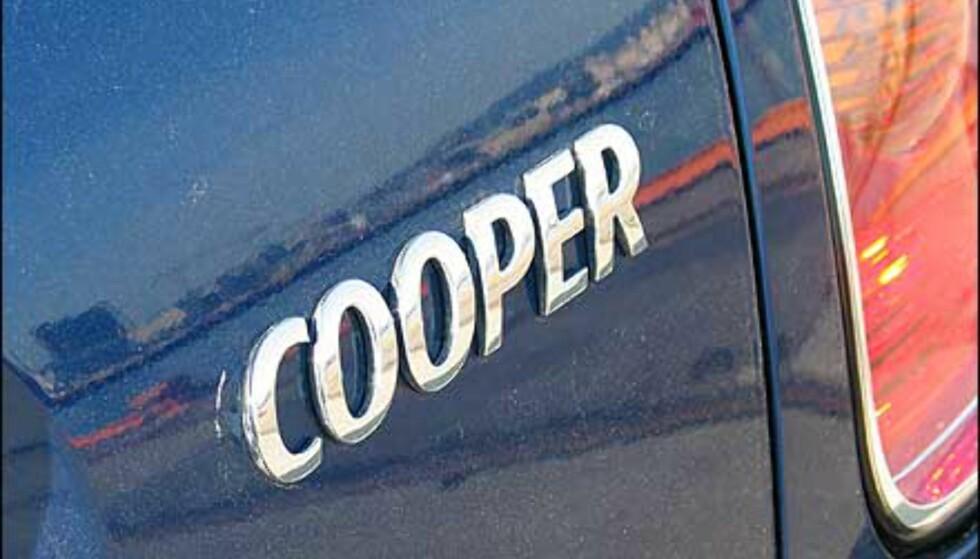 Mini finnes i flere varianter. Vi kjørte mellomutgaven Cooper, som er hakket mindre sprek enn Cooper S. Nå kommer det dessuten også en kabriolet.