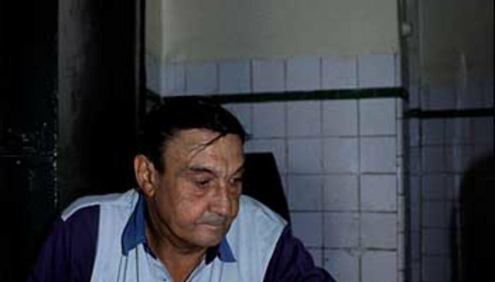 Gubbene spiller domino. Foto: www.photito.com