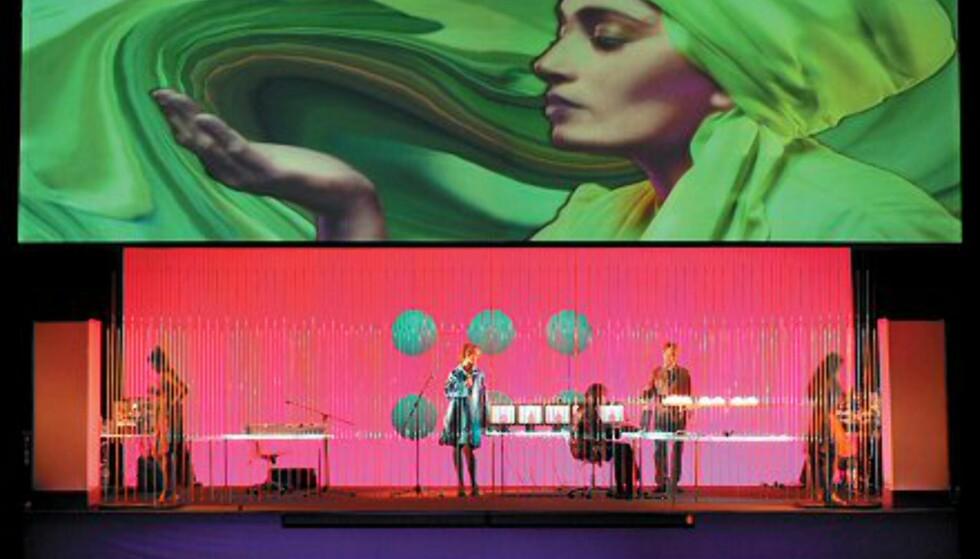 """The Builders Association og Motiroti spiller den fargerike forestillingen """"Aladeen"""" på Danseteateret 26. - 30. mai. Foto: Simone Lynn"""