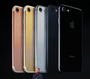 FEM FARGER: iPhone 7 fås i enten rosegull, gull, sølv, matt svart eller glanset svart. Foto: REUTERS/Beck Diefenbach