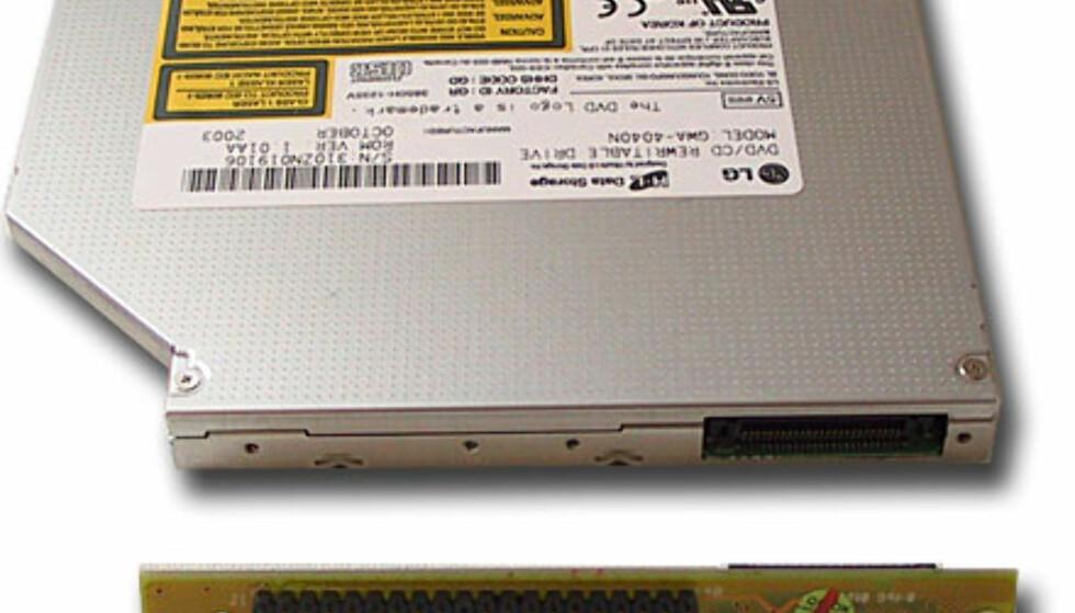DVD-spilleren får påmontert en adapter som gjør at vi kan bruke vanlig flatkabel og strømkabel