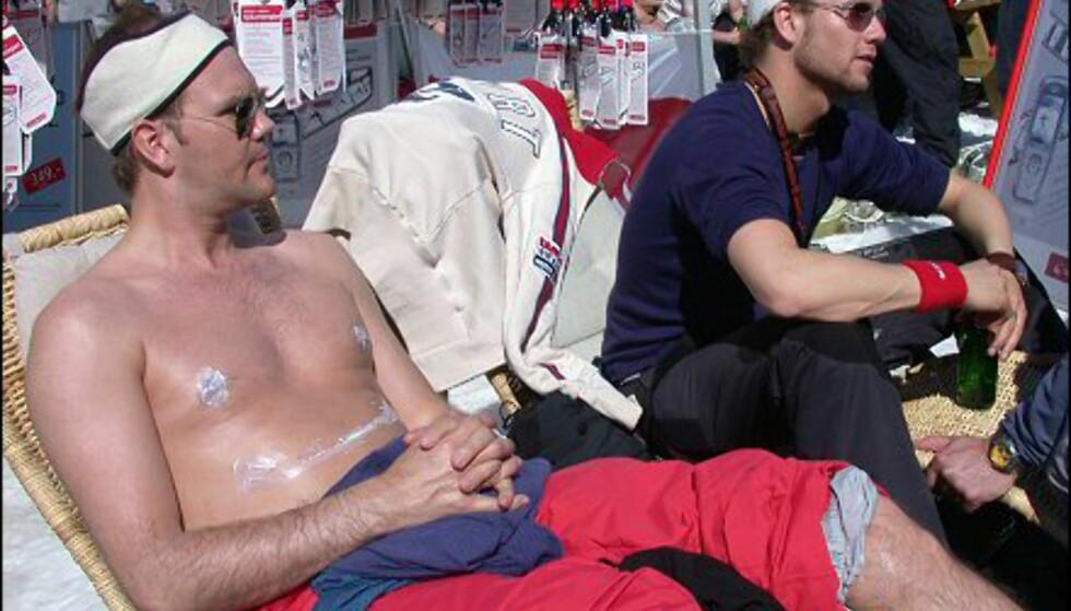 Solen tok godt, så det var viktig å smøre seg godt inn med solkrem ... men det er jo ingen som sier at ikke det kan være morsomt.