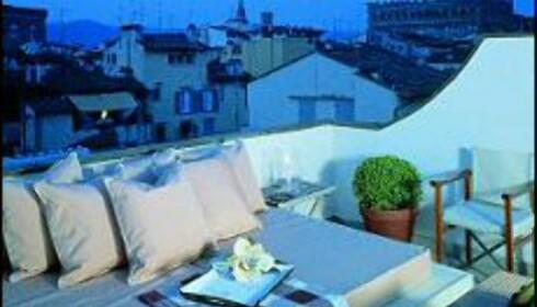 Kofortabel og lekker sitteplass på taket av Gallery Hotel Art i Firenze. Designet av Ferragamo. Foto: www.designhotels.com. Internasjonalt grønt nummer: 00 800 37 46 83 57.