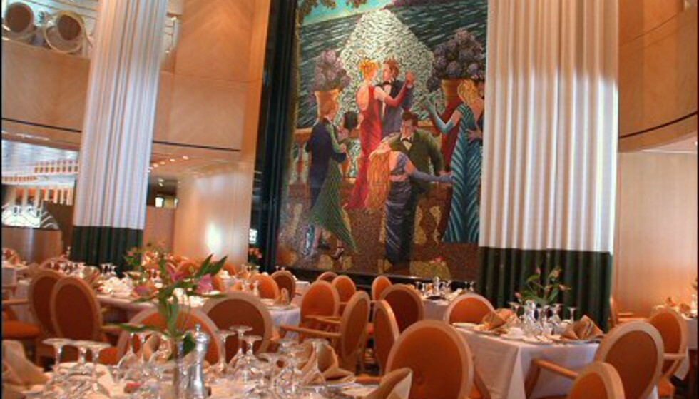 I elegante Tides Dining Room, restauranten på dekk 5, kan du spise i to etasjer. Svære søyler, en stor trapp og giganstisk lampe i taket gir titanic-assosiasjoner, mens kunsten på veggen minner oss på hvilken tid vi befinner oss i.