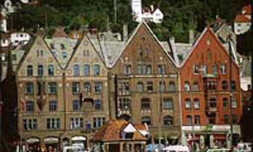 Den verneverdige Bryggen i Bergen trekkes frem i samtlige turistguider. Et yrende musikkmiljø er et annet sterkt salgsargument.