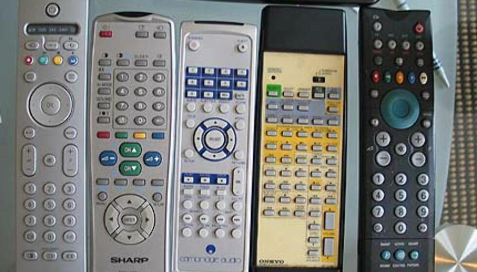 Vi skulle også ønske at fjernkontrollen var programmerbar, det blir fort mye å holde styr på.