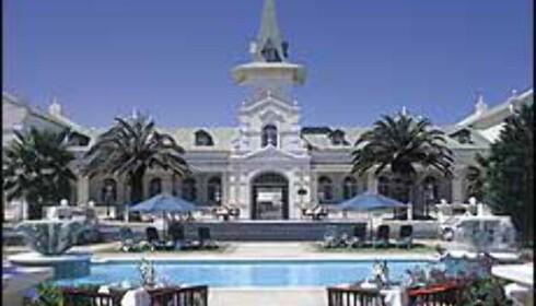 Swakopmund Hotell i Namibia er bygget i og rundt en gammel stasjonsbygning fra 1901, og er et av overnattingsstedene på turen. Bilde gjengitt med tillatelse fra Safari Opplevelsesreiser Foto: Safari Opplevelsesreiser