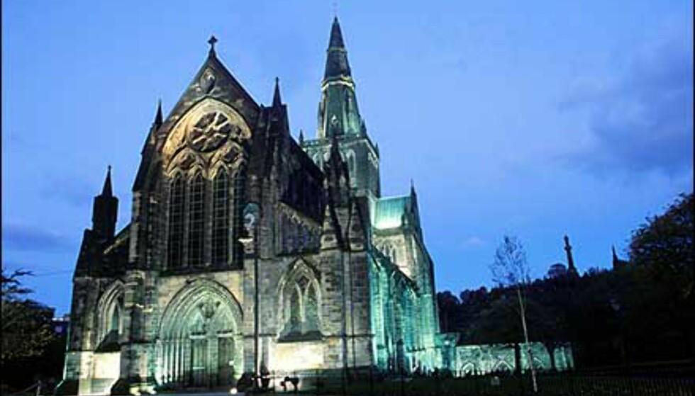 Glasgow har også perler av arkitektur fra gammelt av, som katedralen - en av de flotteste byggverkene fra middelalderens Skottland.  Foto: Greater Glasgow & Clyde Valley Tourist Board