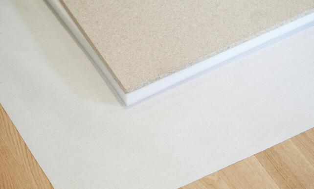 LAG PÅ LAG: Sørg for å ha omtrent 20 centimeter ekstra stoff på kantene. Foto: Anniken Aronsen