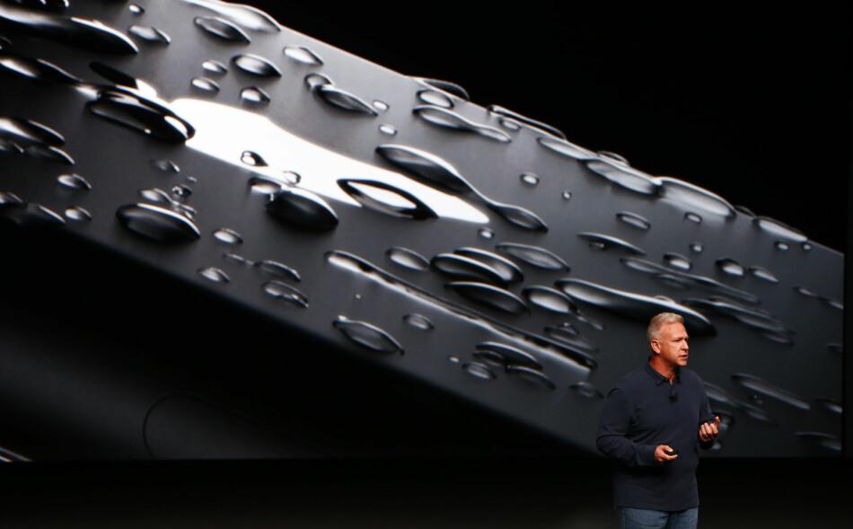 ENDELIG: Kanskje det beste med Apples nyeste iPhone er at den er støv- og vannbestandig. FOTO: Gary Reyes/Bay Area News Group/TNS