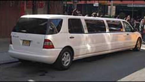 Skal det transporteres med stil, bør du velge limousin. Det kryr av dem i byen, men det koster.