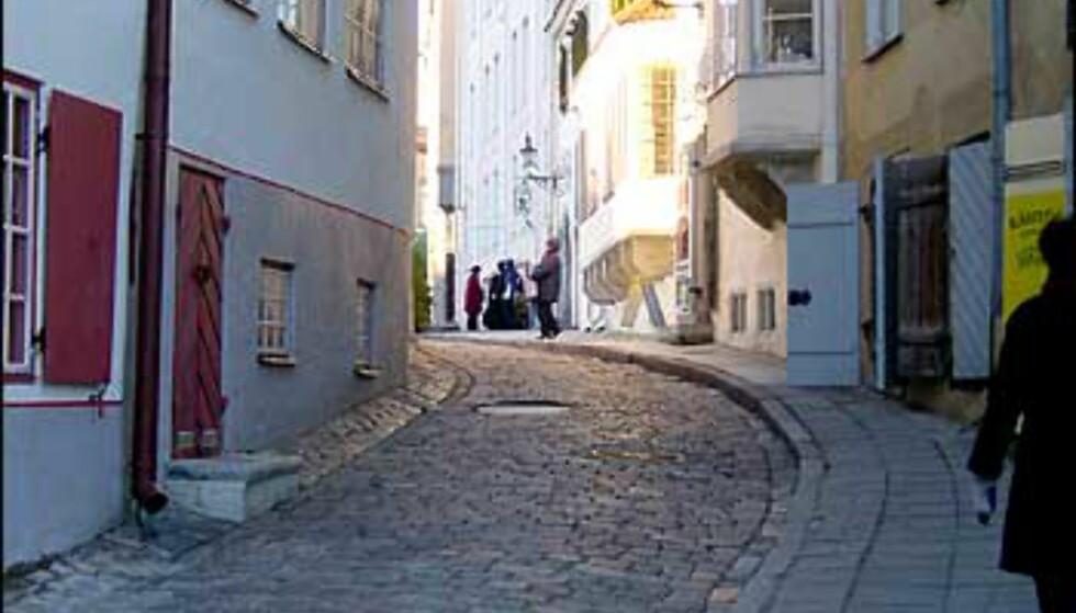 Huset med karnappet er et av verdens eldste apotek, og ble opprettet på 1200-tallet. Her er det fortsatt apotek i dag. Foto: Øyvind Blankvandsbråten