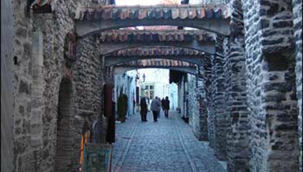 Katariina Käik eller St. Katarinas passasje er nylig restaurert til bruk igjen, og binder sammen gatene Vene og Müürivahe. Stemningsfull gate, der du kan se håndverk, spise og ta en dram. Kort gate, men vel verdt et besøk.  Foto: Øyvind Blankvandsbråten