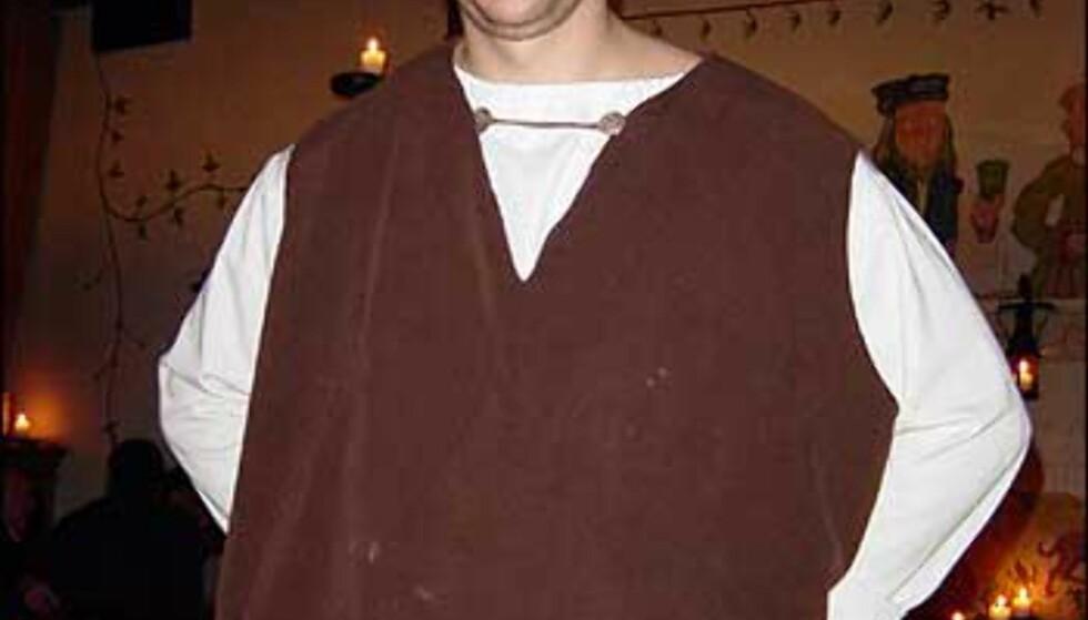Servitørene på Olde Hansa er kledt i middelalderkostymer. Foto: Øyvind Blankvandsbråten