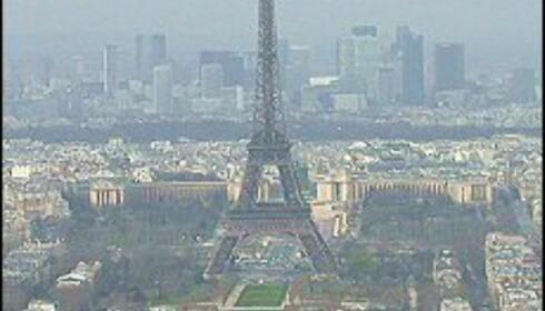 Mot nordvest ser du Eiffeltårnet - og i bakrgrunnen skyskraperne i forretningsdistriktet Défense. Foto: Elisabeth Dalseg Foto: Elisabeth Dalseg