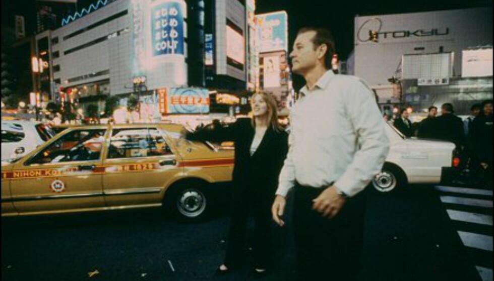 Bill Murray og Scarlett Johansson ved varemagasinet Tokyu, i bydelen Shibuya. Bildet er gjengitt med tillatelse fra Sandrew Metronome Foto: Bildet er gjengitt med tillatelse fra Sandrew Metronome
