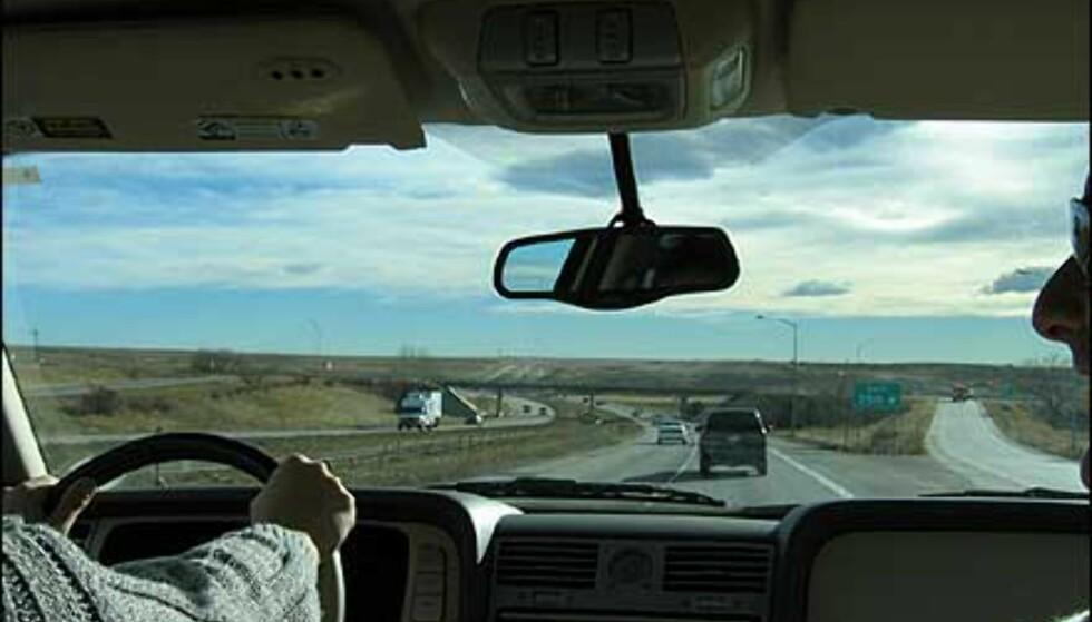 Bil er et naturlig valg som fremkomstmiddel her - plassen har tillatt fantastisk brede veier.