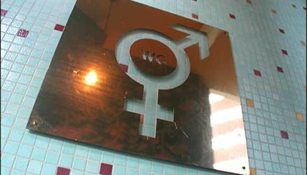 Toalett - for begge kjønn. På café con bar deles fasilitetene.