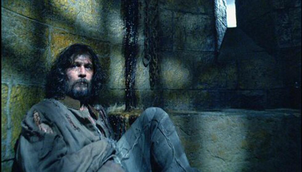 Sirius Svaart (Gary Oldman) er fangen fra Azkaban. Trollmannen bedriver svart magi, og alt tyder på at han nå er ute etter Harry! Bildet er gjengitt med tillatelse fra Warner Bros. og Sandrew Metronome Foto: Warner Bros. og Sandrew Metronome