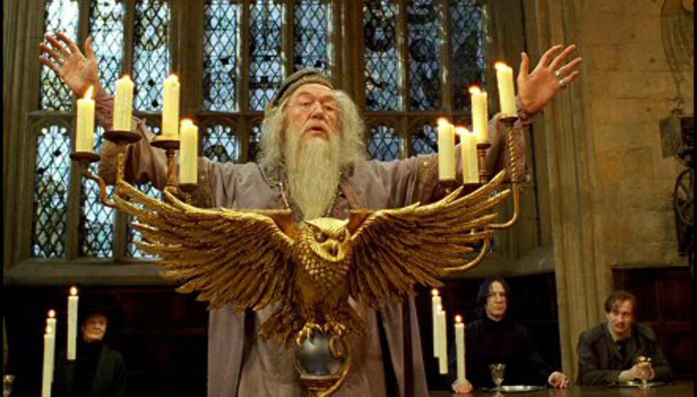 Michael Gambon debuterer som Rektor Albus Humlesnurr etter Richard Harris' bortgang.  Bildet er gjengitt med tillatelse fra Warner Bros. og Sandrew Metronome Foto: Warner Bros. og Sandrew Metronome
