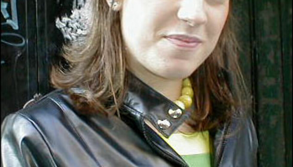 Øyenskyggen matcher de grønne plastperlene: Stilig! Foto: Inga Holst