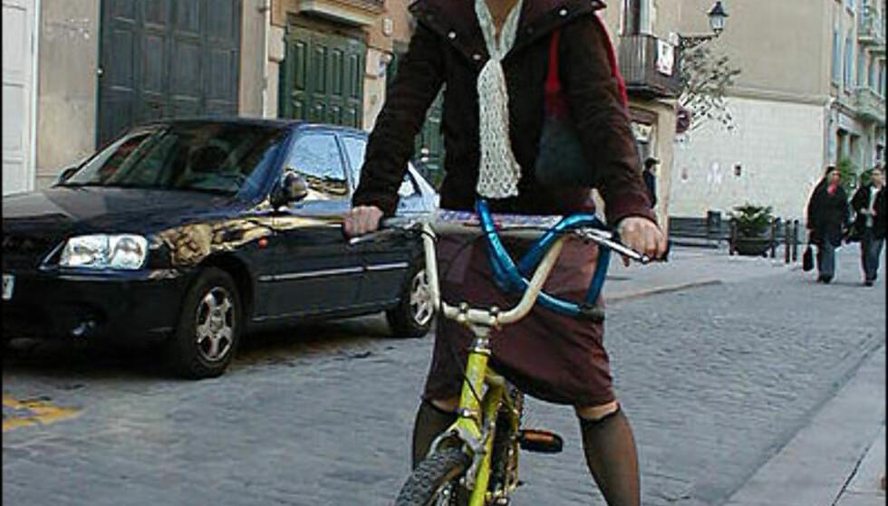 <strong>Kul jente på infantil sykkel i Born:</strong> Retromoten har forlengst inntatt sykkelmarkedet.  Foto: Inga Holst
