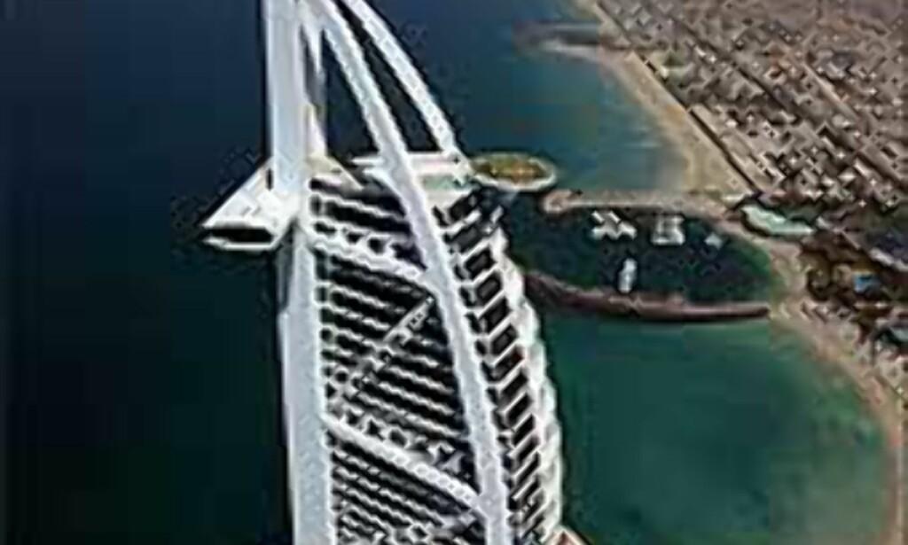 Burj Al Arab med en ekstra stjerne på toppen i anledning golfturneringen Dubai Desert Classic. <I>Foto: Dubai Desert Classica</I> Foto: Dubai Desert Classic