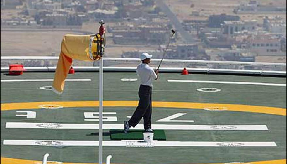 Tiger Woods i storslag på helikopterplatformen. Foto: Dubai Desert Classic