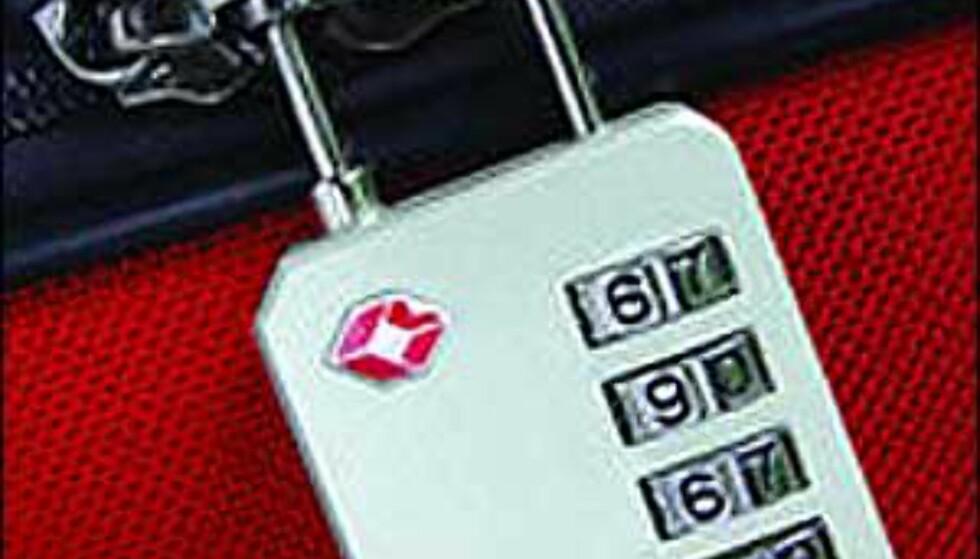 Sikkerhetskravene ved flyreiser har nådd kofferten din, og låser du med andre typer låser enn de med merket fra Travel Sentry, risikerer du at de blir brutt opp. Disse låsene har imidlertid flyplassene koder til; de får åpnet bagasjen uten å bruke rå kraft, og du får beholde låsen på. Foto: Magellan's Foto: Travel Sentry/Magellan's