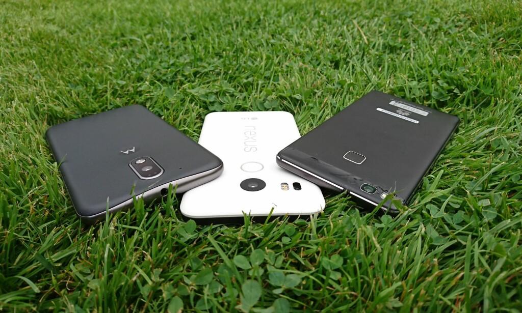 TRE RIMELIGE: Disse tre telefonene koster like mye som en ny iPhone 7. Til sammen. Foto: Pål Joakim Pollen