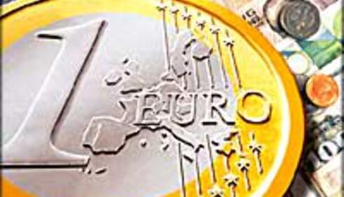 Euroen ventes å være fortsatt kostbar i sommer, for oss som betaler med kroner.
