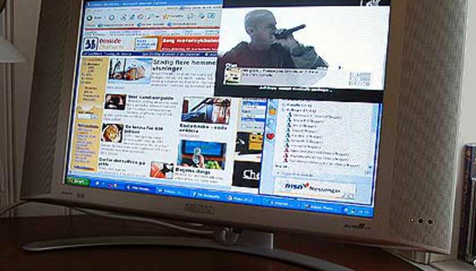 Surfing på DinSide.no,  MSN- messenger nederst til høyre, og - og TV-bilde øverst til høyre.