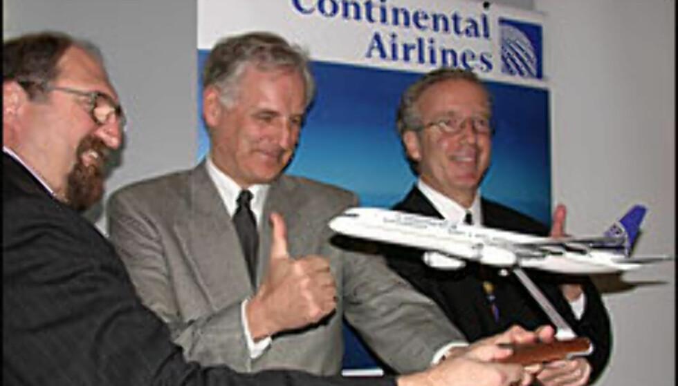 Fra venstre: Tim Kennedy (markedssjef fra Continental), Nic Nilsen (direktør OSL) og Jim Summerford (visepresident fra Continental) lanserer ny direkterute mellom Norge og USA.