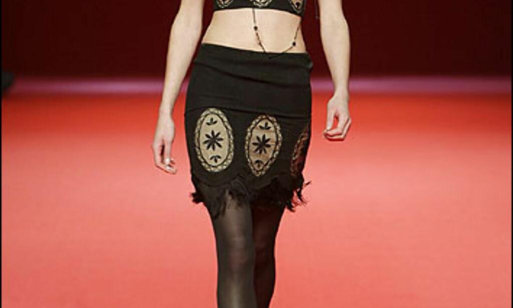 Liten, sort drakt fra Lydia Delgado. Foto: Moda-barcelona.com