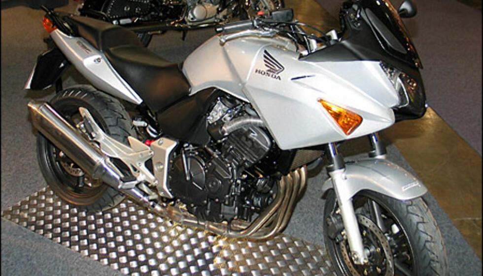 Honda CBF 600 S er steget opp fra CBF500. S-modellen har kåpe, motoren er en rekkefirer og yter 78 hestkrefter. Sykkelen koster 109.900 kroner.