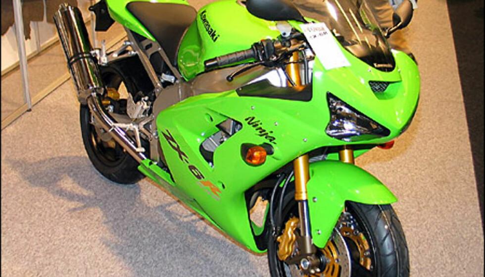 Kawasaki ZX-6R har en motor med 125 hestekrefter. Den koster 139.900 kroner.