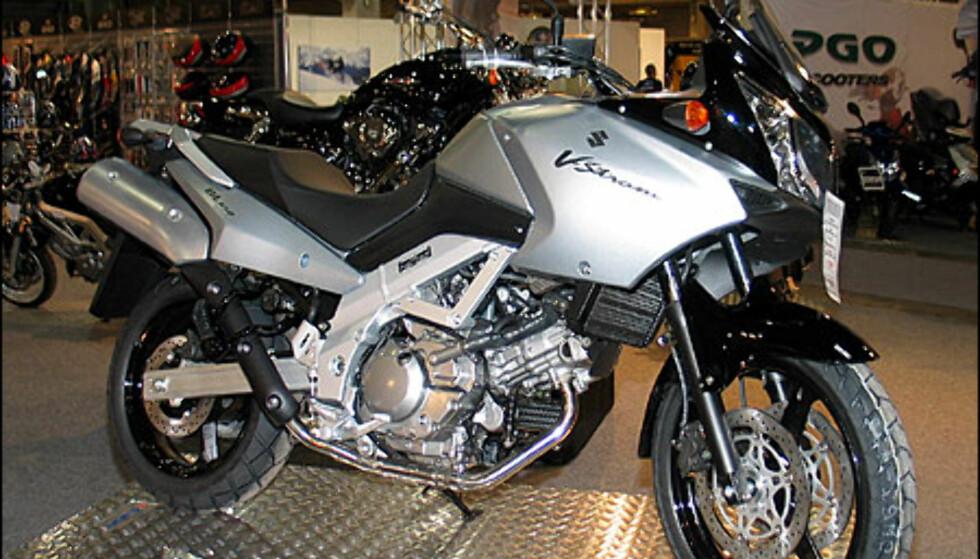 Suzuki DL650 V-Strom er by- og tursykkel. Den har 67 hestekrefter og koster 109.900 kroner.