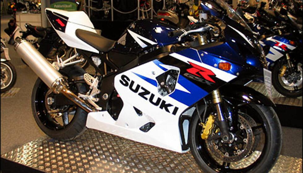 Suzuki GSX-R750 er en enda slemmere sykkel med 146 hestekrefer. Den koster 174.900 kroner.
