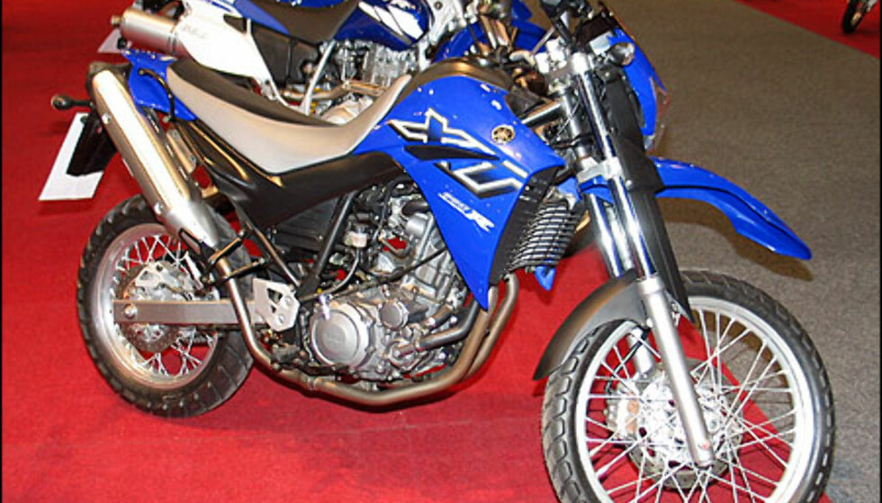 Yamaha XT660R er en ny offroadsykkel med lang fjæringsvei. Den har en motor med 48 hestekrefter og koster 95.600 kroner.