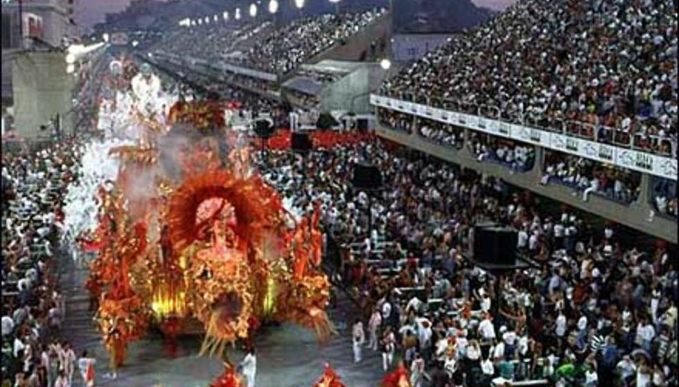 Tusenvis av tilskuere kan beundre paradene i Rio fra de spesialkonstruerte tribunene.  Foto: Den brasilianske ambassade Foto: Den brasilianske ambassade