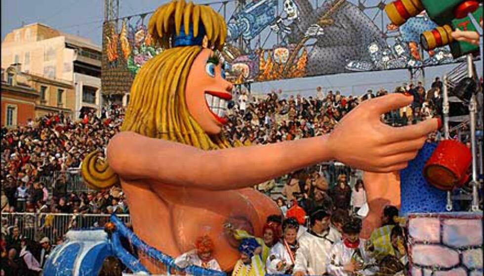 Selv om menneskene ikke kler av seg, kan opptogene være spreke likevel, som her i Nice. Foto: A. Hanel/Carneval de Nice Foto: A. Hanel/Carneval de Nice