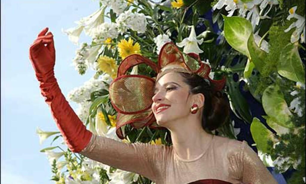Og mangel på varme i lufta, forhindrer ikke tropiske farger og kostymer, som her fra blomsterparadene i Nice. Foto: A. Hanel/Carneval de Nice Foto: A. Hanel/Carneval de Nice