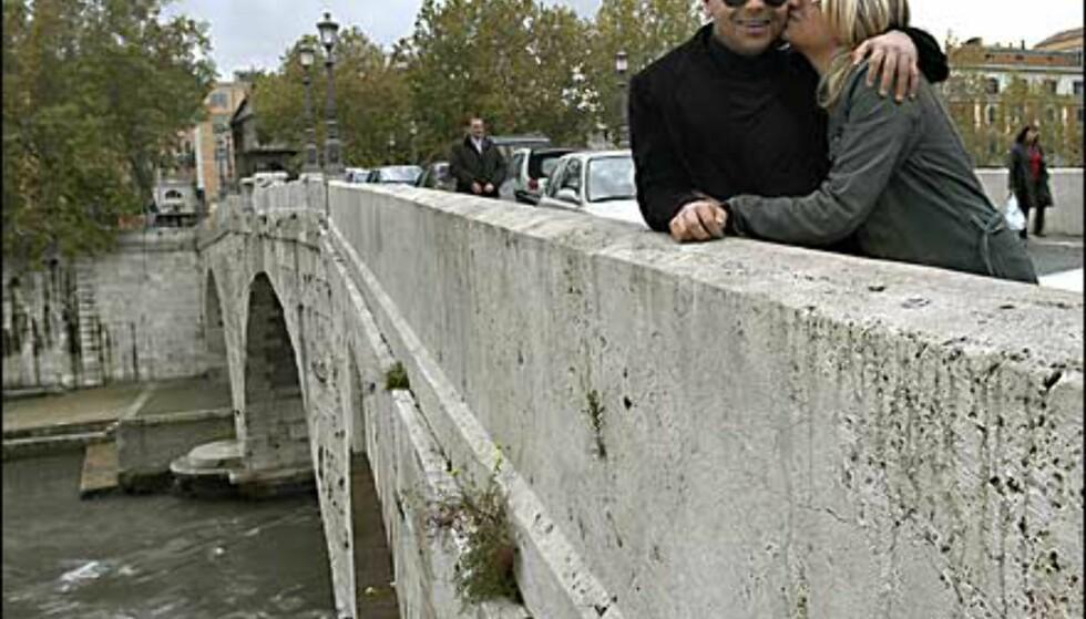 Romas broer innbyr til tett omslynget adferd. Foto: www.photito.com