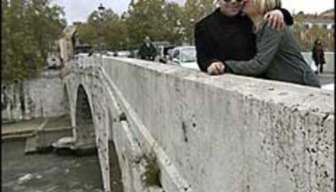 Ponte Fabricio er Romas eldste bro, og et perfekt sted for en kyssepause! Foto: www.photito.com