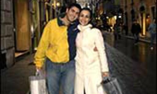 """Til og med gutta holder ut en shoppingtur i Roma. Mange små spesialforretninger sørger for at du ender opp med et hav av lekre papirposer à la Rachel i """"Friends"""". Foto: www.photito.com"""