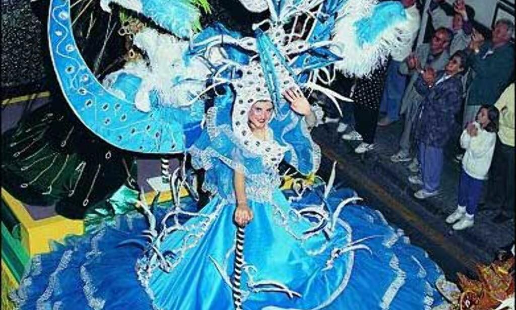 Gigantisk kjole fra gateparadene i Puerto de la Cruz.  Foto: www.puertodelacruz.org Foto: www.puertodelacruz.org