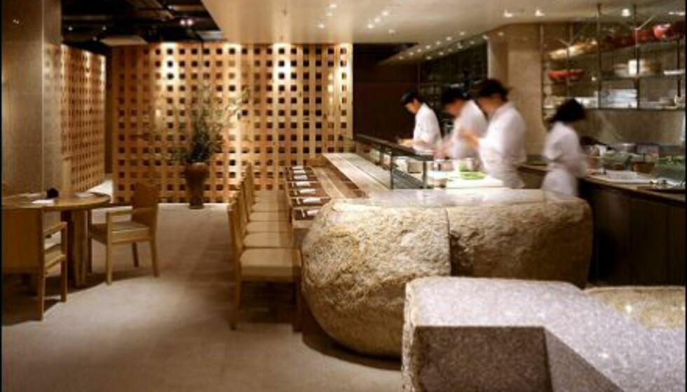 Stilrent og funksjonelt interiør. Her ser du sushi-baren.