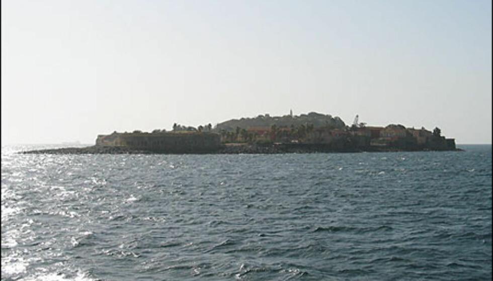 Slaveøya Goree ligger rett utenfor Dakar. Øya ble først brukt som handelssted av portugisere, grunnet sin gode plassering langs den vest-afrikanske kysten. Goree har også vært i nederlendernes, britenes og franskmennenes besittelse.