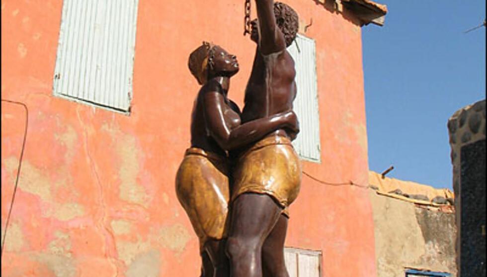 Denne statuen er blant minnesmerkene som gjør et sterkt inntrykk på de fleste som besøker Goree.